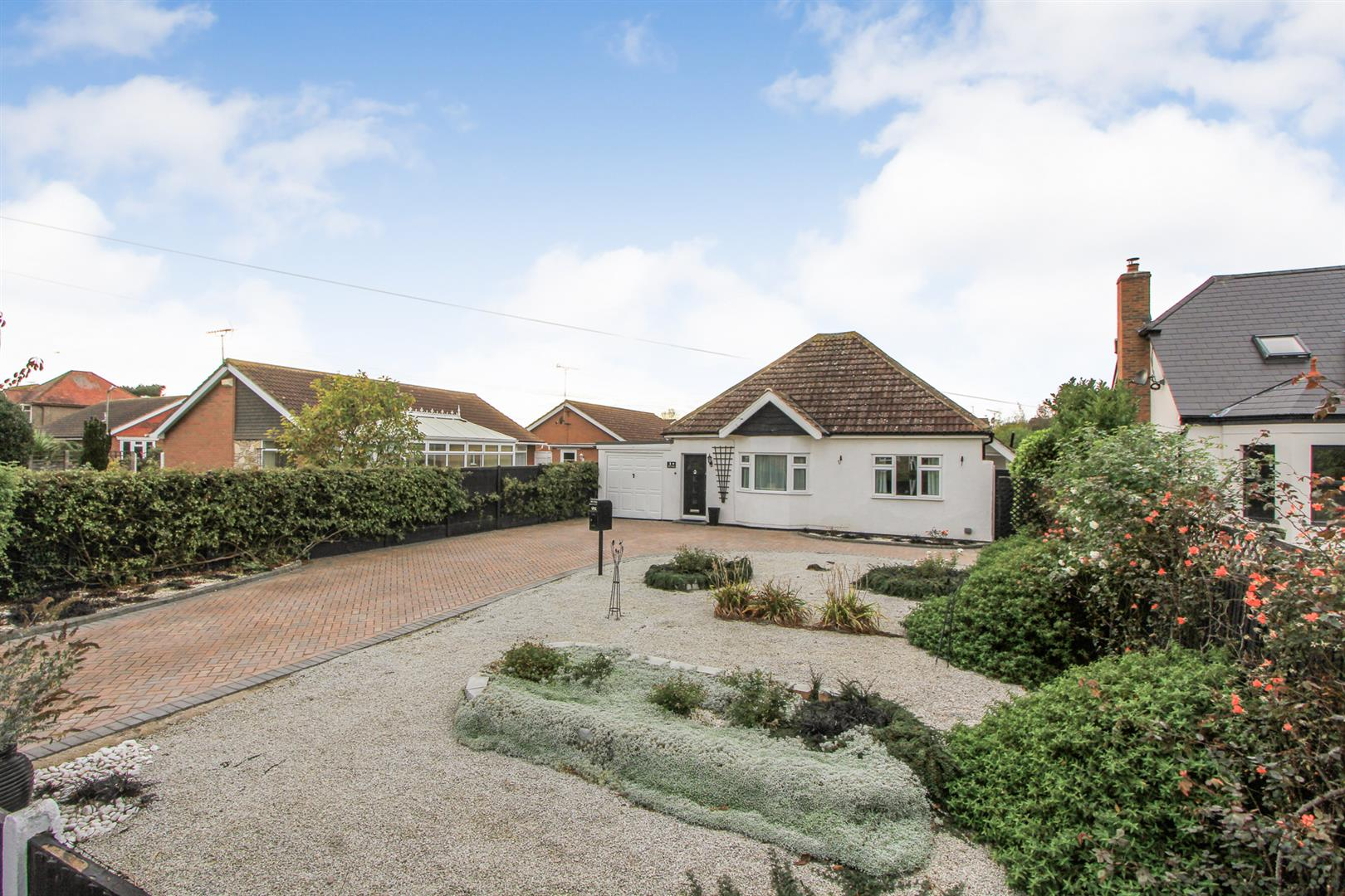 3 Bedrooms Detached Bungalow for sale in South Street, Whitstable